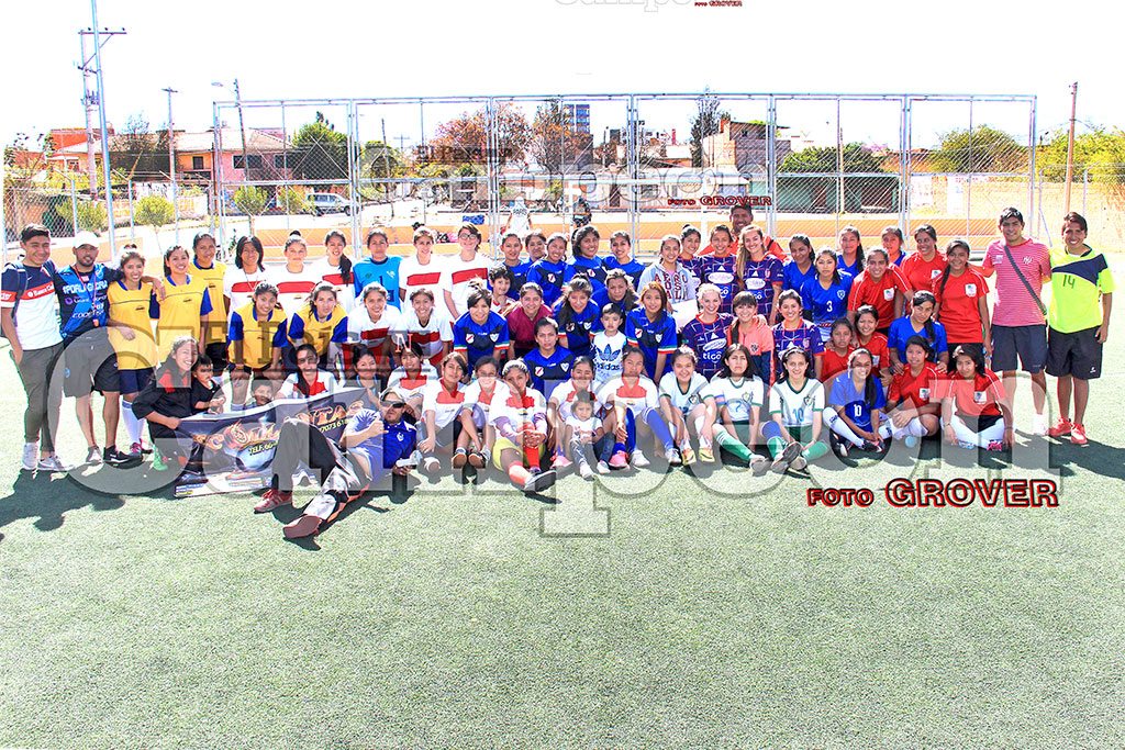 Click to enlarge image 1-todas-las-participantes--de--camp-mana--web.jpg