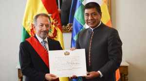 Director de la CAF recibe Medalla al Mérito Civil