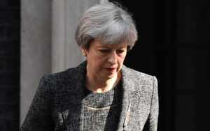 Theresa May visita zona  de incendio en Londres